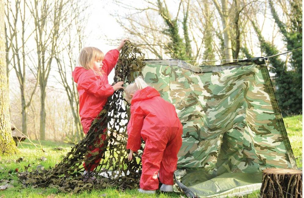 forest school - den building