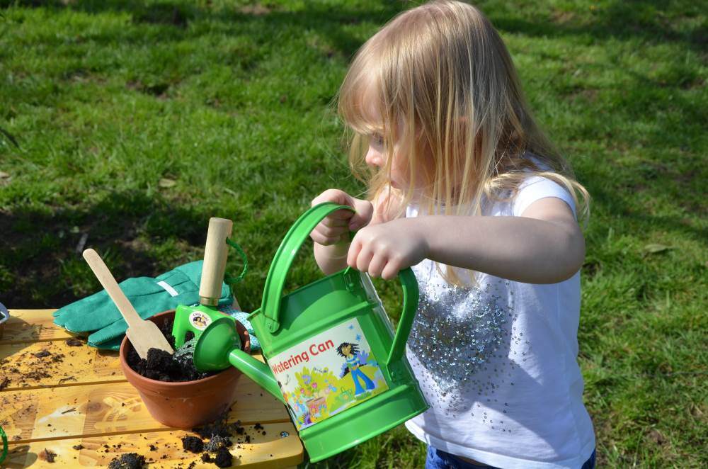 outdoor play - art and craft