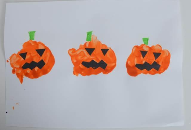 hand prints Halloween