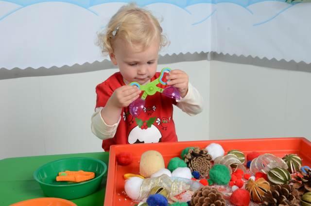 festive sensory tray 3a
