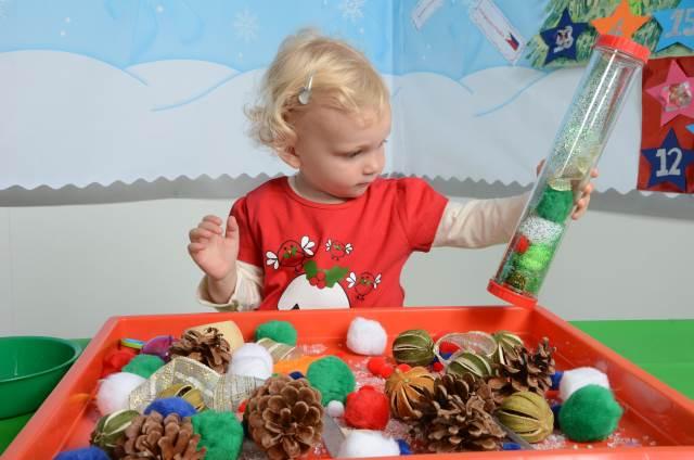 festive sensory tray 5a