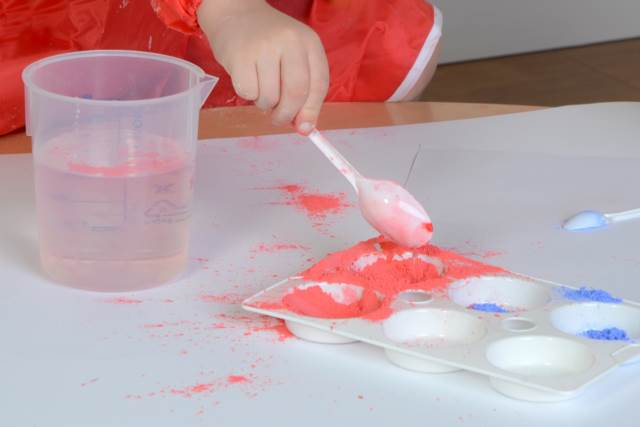 EYFS powder paint mixing